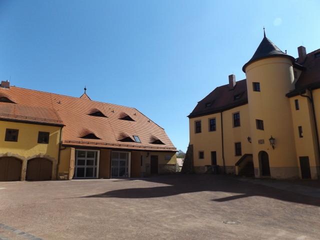 FOTO 4 - Alte Remise - Totalansicht - offene Tore